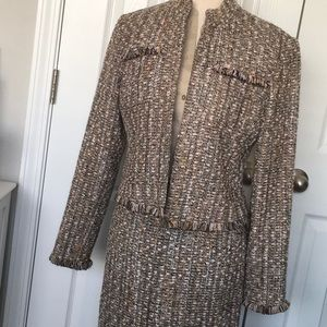 Newman Marcus Exclusive Size 8 skirt suit